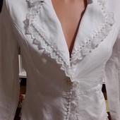 Очаровательный белый пиджак с кружевом
