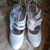 Лот 2 пары. Женские туфли Chanel, производитель Франция. р.37-23,2 см.