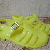 Яркие силиконовые босоножки, размер 37 (по стелька 23,5 см). Сток!