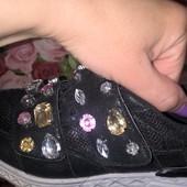 кросcовки с камнями