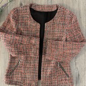 Женский пиджак. Размер S. В хорошем состоянии .