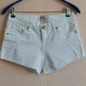 Белые джинсовые шортики - рванки. Новые с биркой