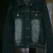 Модная  джинсовая куртка с потёртостями , качество отличное (батал ).