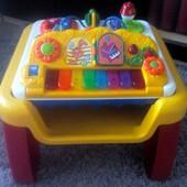 Фирменный развивающий столик для малышей Chicco modo