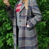 Стильное, фирменное пальто в отличном состоянии.