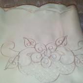 Атласная скатерть с вышивкой ришелье