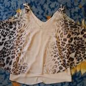 Интересная блуза с рукавом летечая мышь и открытыми плечами и