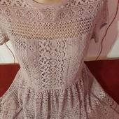 Очень красивое пудровое платье,наш 46р.