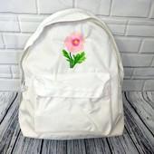 Стильный ,вместительный рюкзак с вышивкой