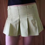 Мини-юбка яркого зеленого цвета