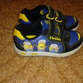 Светящиеся кроссовки Minions