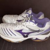 Белые кроссовки Mizuno, разм. 37 (23,5 см по бирке). Сост. очень хорошее!