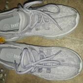 Кросовки дівчинці Lupilu 28 розмір,