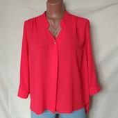 Яркая лёгенькая блузочка с подворотами на рукавах, грудь-112 см