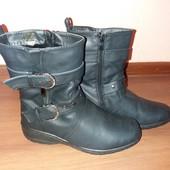 Легенькі зимні чобітки.Екошкіра.Розмір 38.Стан нових.