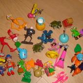 Одним лотом игрушки из киндера