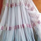 Новинка!Красивая турецкая фатиновая тюль, бело-бордо вышивкой.Метраж по ставке.