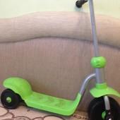Самокат на пластиковых колесах