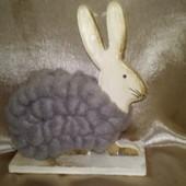 Декоративная фигурка зайца дерево и пряжа Германия