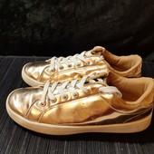 Золотые кроссовки Kiabi, разм. 37 (23,5 см внутри). Сост. отличное!