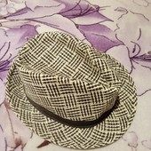 Шикарная шапка белая с чёрным. Состояние отличное