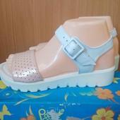 Полная распродажа женской летней обуви.
