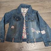 Джинсовый пиджак 5-6 лет с вышивкой.