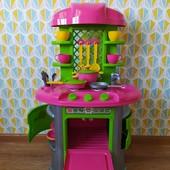 Детская кухня в отличном состоянии + посудка
