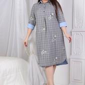 Платье рубашка средней длины,свободного кроя в клеточку с принтом соцветие(Вышивка),с голубыми манже