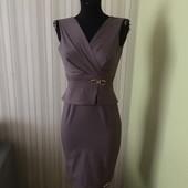 Силуетное Прелестное платье-сарафан с золотой фурнитурой р, 44