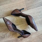 Брендовые модные туфельки с острым носком zara Zara, размер 35,5-36