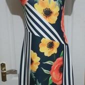 Платье в полоску и цветы. на размер с-м. отличное состояние