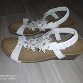 Красивые нежные сандали 39размер замеры на фото