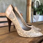 Кожаные туфли с перфорацией.на ножку 24см