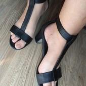 Новинки.  Сандали на широкую ногу.  кожа.  26.5 см