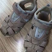 Новинки.  Фирменные,  кожаные сандали.  15.5-15.7 см