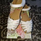 Білі босоніжки Rachel Shoes р.34-35 в чудовому стані
