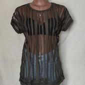 Лёгенькая фирменная футболка с трикотажной горловиной,в новом состоянии,L
