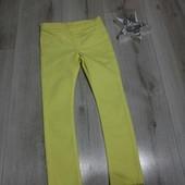 Яркие лимонно-жёлтые джегинсы скини H&M,на 5-6 лет.