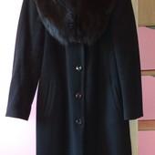 Продам шерстяное зимнее пальто с мехом
