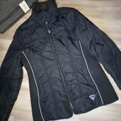 Лёгкая спортивная женская куртка