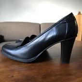 Кожаные туфли.Италия.на рожку 23-23.5см.узкую