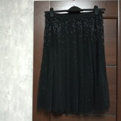 Фирменная красивая юбка расшитая стеклярусом на сетке в состоянии новой вещи р.10-12
