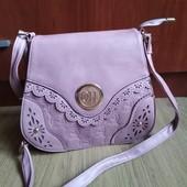 Женская сумка кроссбоди, застегивается надежно. качество высокое.