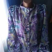 Симпатичная женская блузка с отстегивающимеся подплечниками, р.48(54-56)