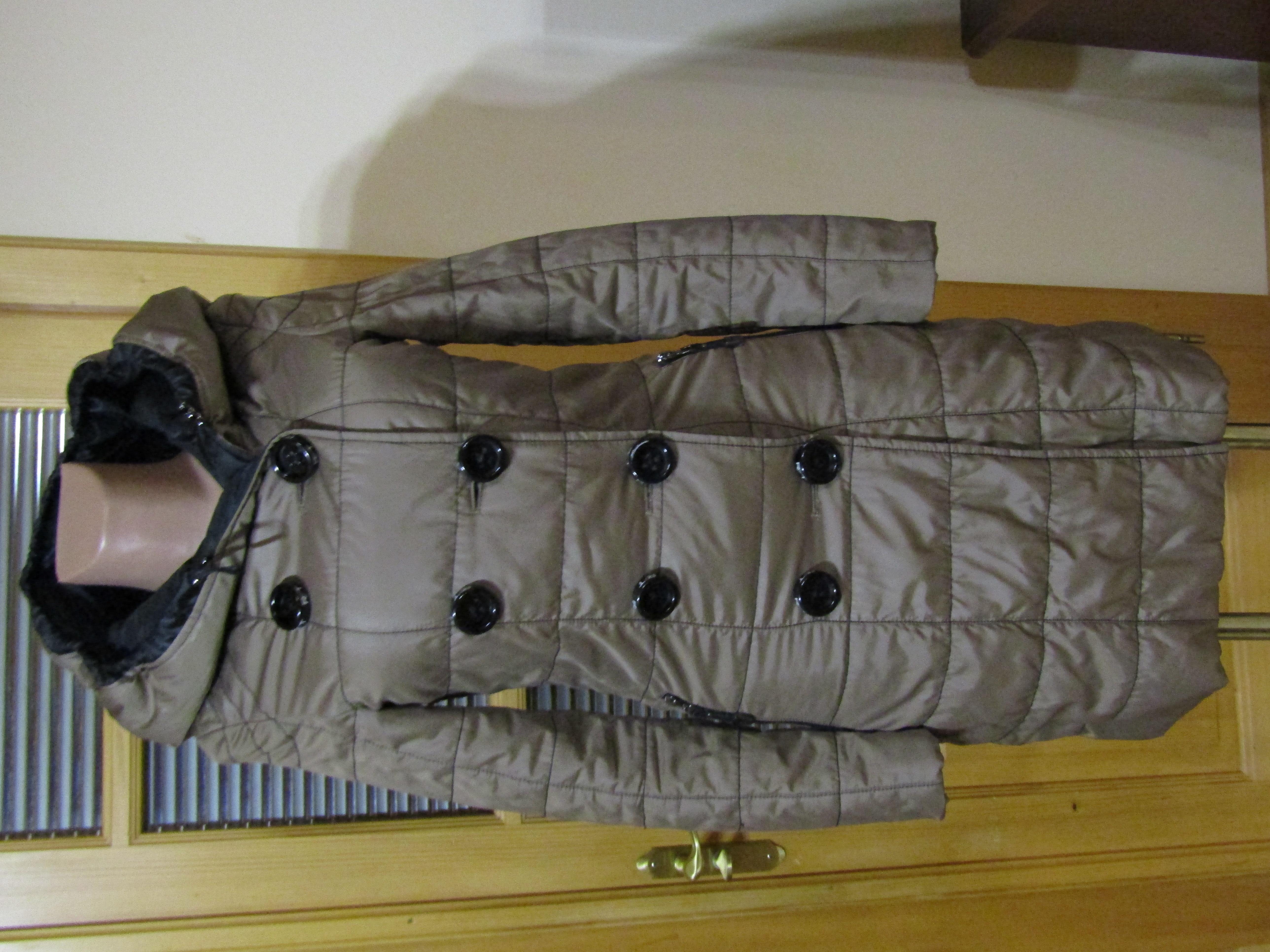 Демисезонное фирменное пальто на синтепоне, размер С