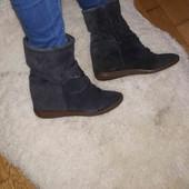 демі ботинки на прихованій платформі. фірмові,Італія