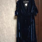 Фирменное новое красивое велюровые платье р.20-24.