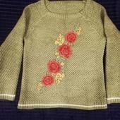 Тёплый свитер с вышивкой, размер M-L.