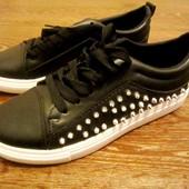 Стильные туфли с шипами. 37-39 р.